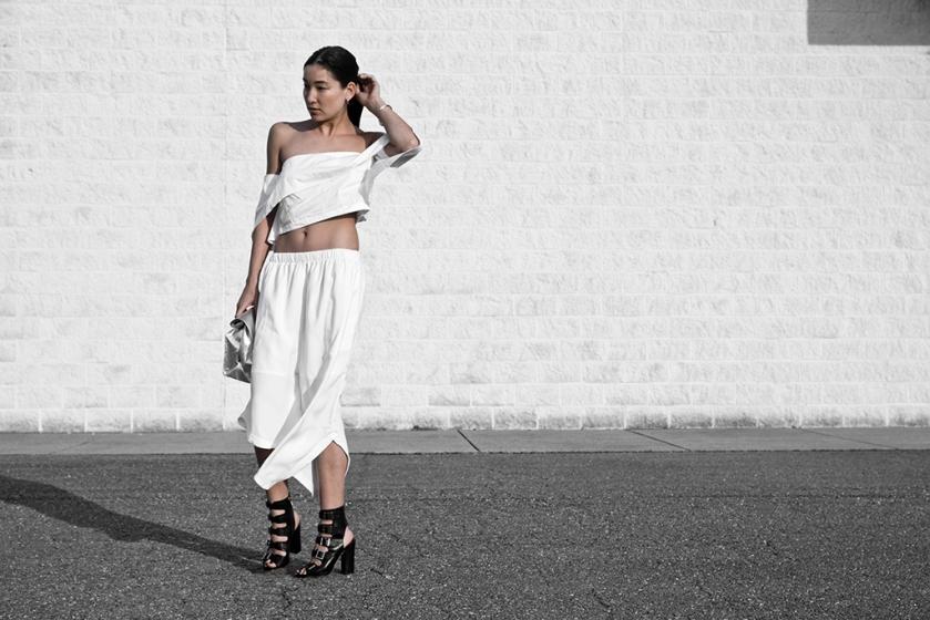 2016-0325-dark-in-white-01
