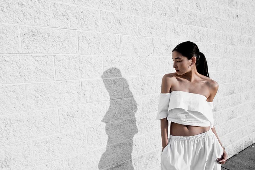 2016-0325-dark-in-white-17