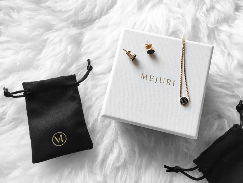 mejuri giveaway fine jewelry packaging