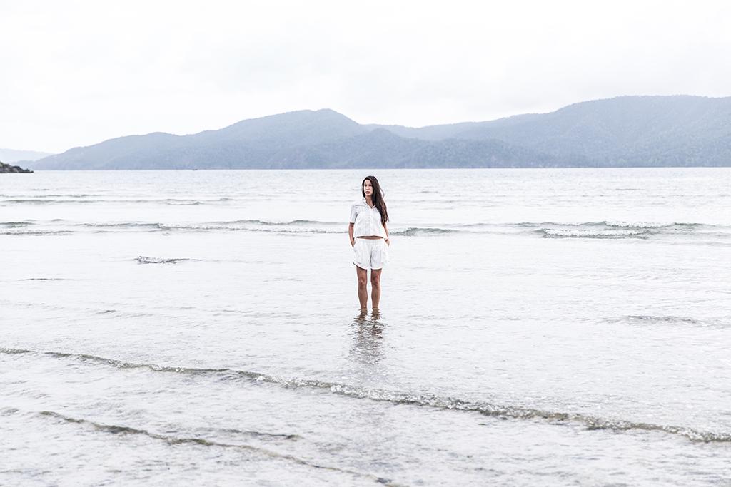 all white minimalist fashion lifestyle
