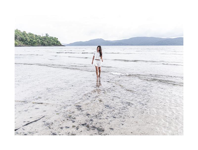 white sea minimalist fashion