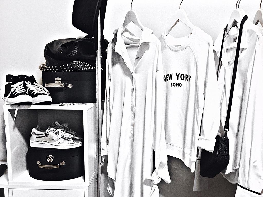 minimalist fashion blogger wardrobe