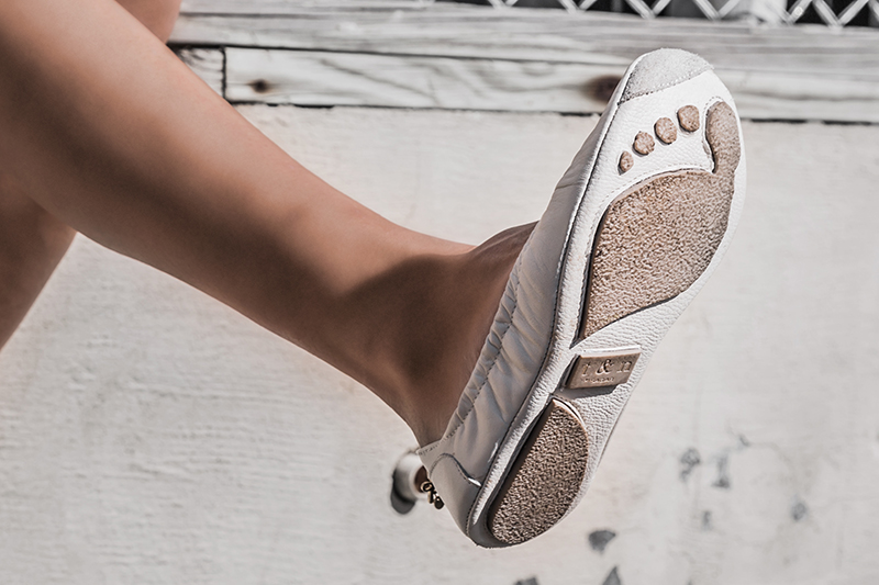 t&n features luxury footprint soles on their ballet flats