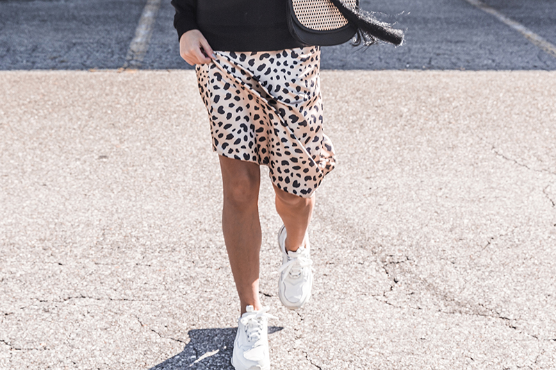 trendy fashion leopard print skirt with chunky sneakers style