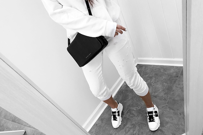 white sweatpants and sweatshirts in minimal all white style with sneakers