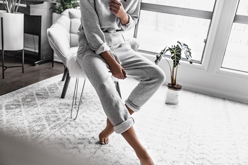 champion sweatpants and sweatshirt outfit minimalist casual style