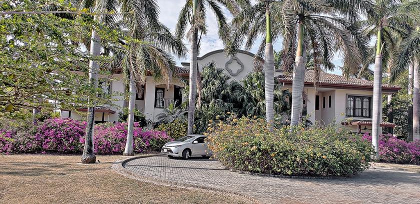 travel costa rica in a luxury villa