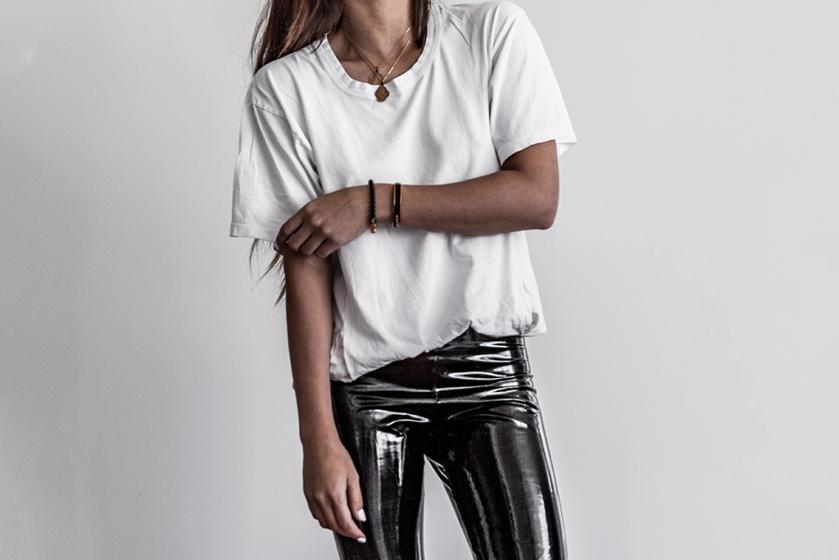 basic minimalist fashion blogger outfit lifestyle