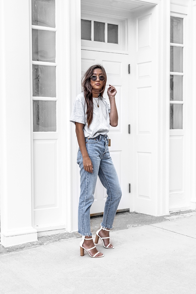 boxy tee and casual levi denim jeans on minimalist fashion blogger
