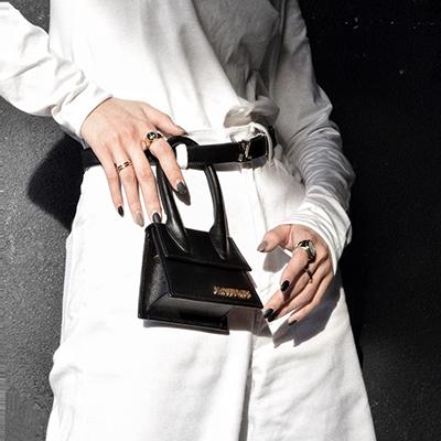 jilljiujiuliu wears a luxury fashion mini bag