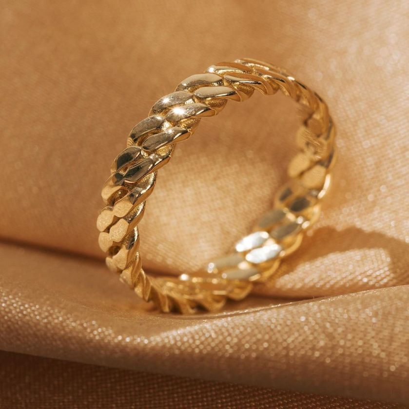 au-rate gold ring closeup