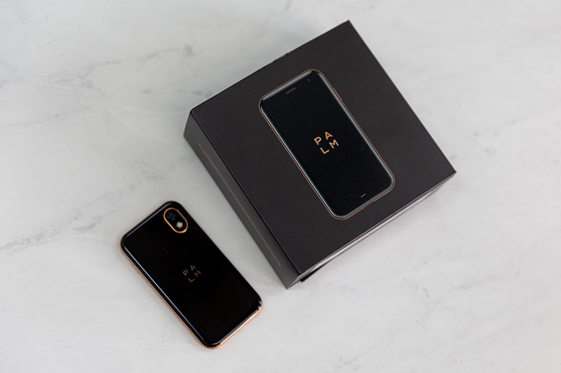 palm smartphone packaging